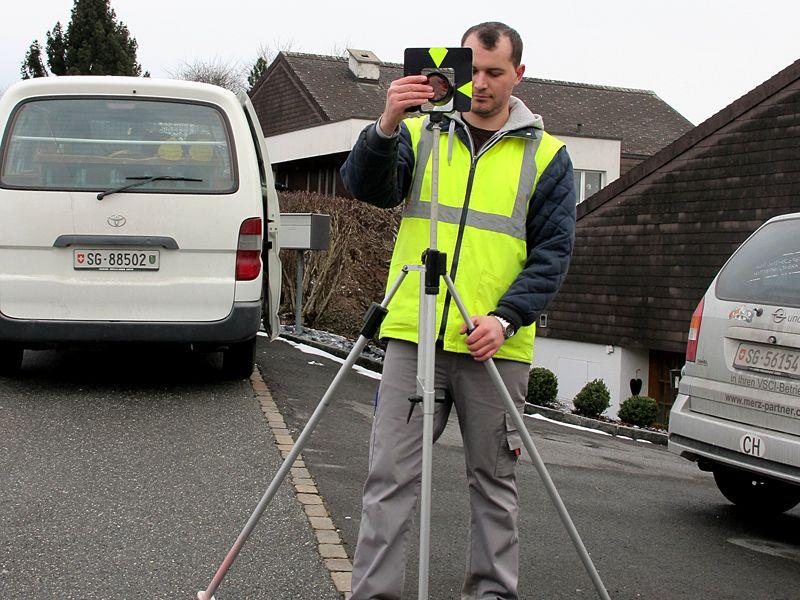 Geometer und Vermessung: Aufnahme und Absteckung zur Regelung der Eigentumsverhältnisse