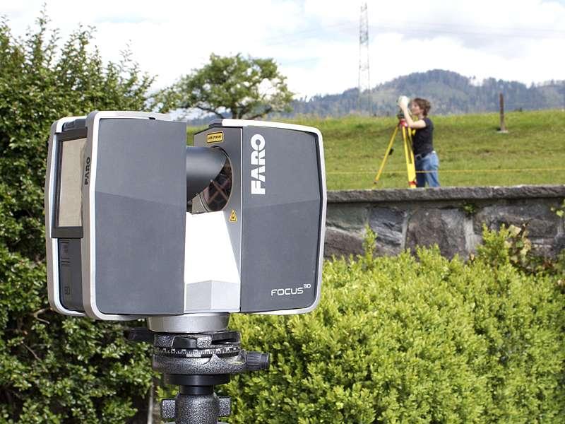 Vermessung: Outdoor mit Laserscanner für Baupläne von Architekten