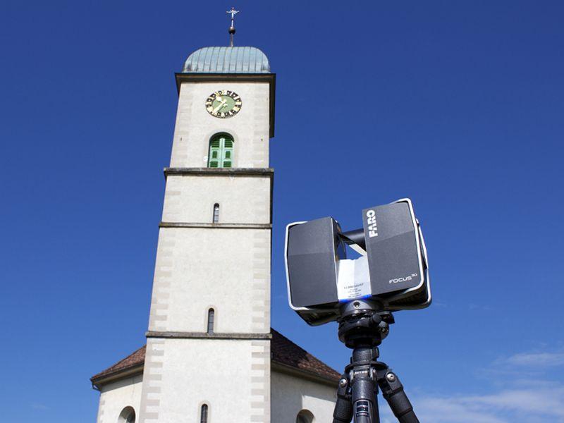 Vermessung: Fassade Kirchturm Outdoor mit Laserscanner für Baupläne von Architekten